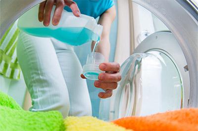Wofür sind Bleichmittel in Universal-Waschmitteln gut?